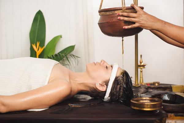 Benefícios das tradicionais práticas medicinais na Índia